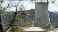 La xemeneia i les instal·lacions de la nuclear d'Ascó