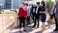 Pla general de la visita del conseller Damià Calvet i la tinent d'alcaldia de l'Ajuntament de Barcelona Janez Sanz a les obres de millora de l'accessibilitat de l'intercanviador de Plaça Espanya