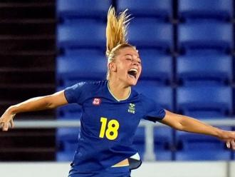 Rolfö celebra el gol de Suècia