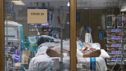 Un malalt de Covid en una UCI de l'hospital Vall d'Hebron