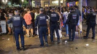Agents de la Guàrdia Urbana el passat juny al centre de Barcelona
