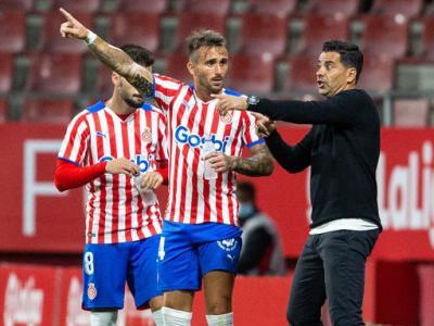 Aleix dialogant amb Míchel durant el Girona-Sporting