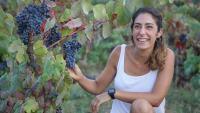 Montse Molla, en una de les vinyes del Mas Molla