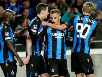 Els jugadors del Bruges celebren el gol de l'empat contra el PSG