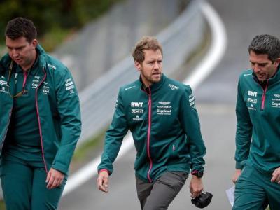 Vettel, al mig, durant l'ispecció del circuit de Spa-Francorchamps a l'agost