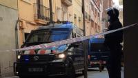 Furgonetes dels Mossos, prop de la casa on s'ha produït el desnonament al barri del Farró de Barcelona