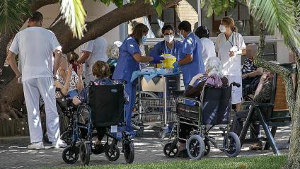 L'aplicació de la tercera dosi va començar ahir per on ho va fer també la de la primera: en una residència de l'Hospitalet de Llobregat