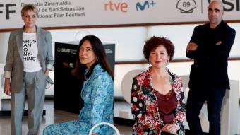 Bollaín i els protagonistes de 'Maixabel', Blanca Portillo, Tamara Canosa i Luis Tosar, ahir a Sant Sebastià