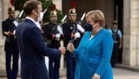 La cancellera alemanya, Angela Merkel, en una reunió amb el president francès, Emmanuel Macron, al Palau de l'Elisi, a París