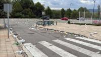 Un dels pàrquings de la UAB ple de brutícia l'endemà de la botellada