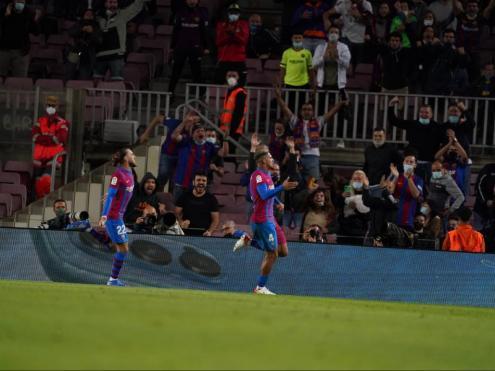 Araujo, celebrant el gol de l'empat contra el Granada
