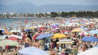 Una platja de Salou, plena de gent, aquest agost passat