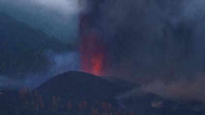 Una de les boques del volcà Cumbre Vieja, a la Palma