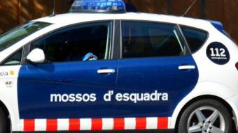Es presenta a la comissaria de Vista Alegre, a Girona, amb dues ferides d'arma blanca