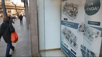 Aparador d'una immobiliària a Girona