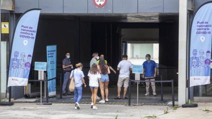 Poca cua el cap de setmana per vacunar-se a la Fira de Barcelona
