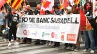 Capçalera de la protesta dels treballadors del Banc Sabadell