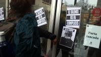Protesta d'alumnes a les portes de l'Institut del Teatre per denunciar abusos de poder i assetjament el 22 de febrer passat