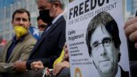 Un cartell amb la imatge de Carles Puigdemont en una protesta feta davant del Parlament Europeu a Brussel·les