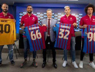Les quatre cares noves del Barça amb el tècnic responsable de la secció, Joan Solé
