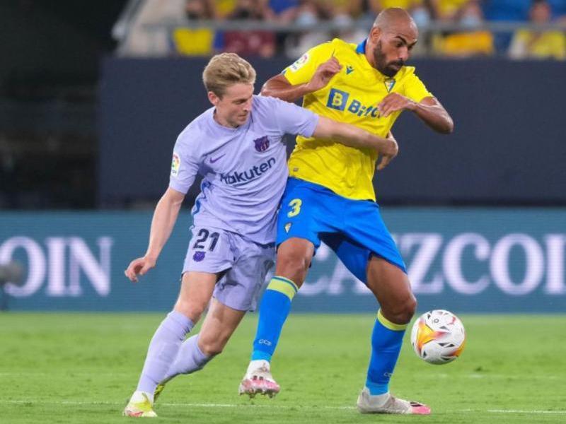 De Jong, expulsat en el partit lluitant amb Fali, lesionat en el genoll