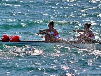 Una imatge d'una competició de rem de mar