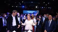 Angela Merkel, flanquejada pel cap de la CSU, Markus Söder, i el líder de la CDU i candidat del bloc conservador a succeir-la, Armin Laschet, ahir a Munic