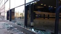 Destrosses a l'edifici del Palau de Congressos a l'Avinguda Maria Cristina