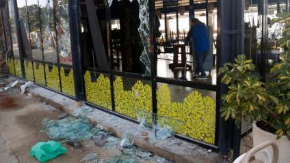 Vidres trencats al restaurant Xiroi Ca la Nuri de Barcelona