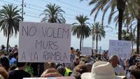 Pancartes a la protesta a Badalona aquest migdia