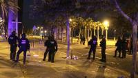 Mossos d'Esquadra a la zona del front marítim de Barcelona diumenge a la matinada