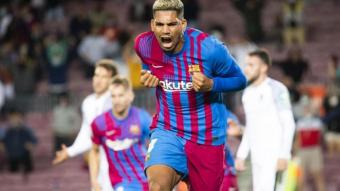 Araujo celebrant el gol contra el Granada