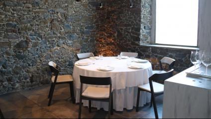 Una taula de restaurant buida