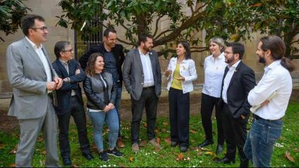 Els diputats de la passada legislatura que havien passat per la JERC, fotografiats als jardins del Parlament (hi falta l'aleshores president de la cambra, Roger Torrent)