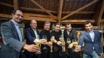 David Marquès i Jaume Alemany, de Damm; Joan, Jordi i Josep Roca, i Bernat Guixé, responsable del projecte Esperit Roca, van presentar ahir Duet al Mas Marroch