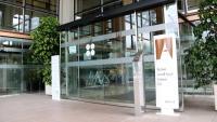 Accés a l'edifici del rectorat de la Universitat Autònoma de Barcelona (UAB)