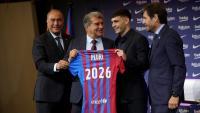 Pedri va viure un dia intens, acompanyat dels seus pares i el seu germà, i custodiat en tot moment per Laporta, Rafa Yuste i Mateu Alemany Pedri, ahir, tan feliç com el dia 20 d'agost del 2020, quan aleshores va ser presentat com a nou jugador del Barça