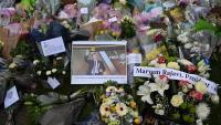 Flors per homenatjar el diputat britànic David Amess, assassinat aquest divendres