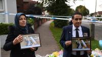 Ciutadans reten homenatge ahir a David Amess, al lloc on va ser assassinat