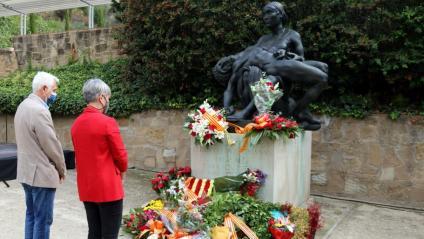 La consellera de Justícia, Lourdes Ciuró, en l'ofrena floral als més de 1.700 republicans represaliats pel franquisme a Barcelona