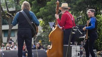 Concert de Three Cool Cats al jardí de les Escultures, annex a la Fundació Miró, dins del 'Viu Montjuïc'