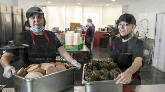 Montse i Merche Rodríguez són l'ànima del menjador social Gregal, al barri del Besòs Maresme de Barcelona Montse i Merche Rodríguez són l'ànima del menjador social Gregal, al barri del Besòs Maresme de Barcelona