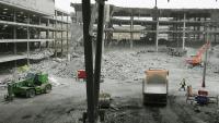 Estat en què va quedar l'aparcament de la T-4 de Barajas, on ETA va col·locar una furgoneta bomba el 2006