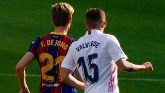 De Jong i Valverde en l'últim clàssic al Camp Nou