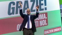 El candidat del centreesquerra a l'alcaldia de Roma, Roberto Gualtieri, celebrant el seu triomf electoral, ahir