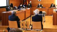 L'expresident d'Escal UGS, Recaredo del Potro (a la dreta), i l'exconseller delegat, José Luis Martínez Dalmau (a l'esquerra), asseguts al banc dels acusats en la primera jornada del judici del cas Castor