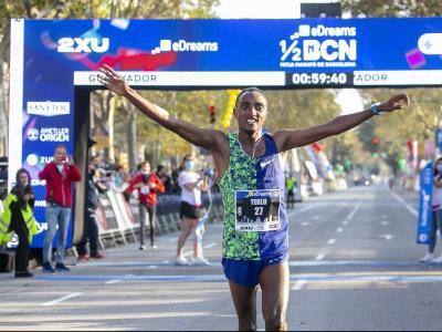 Haftu Teklu es va estrenar en la mitja marató per la porta gran