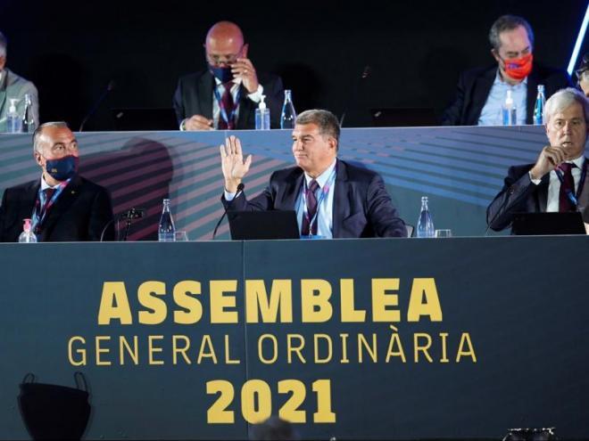 Laporta i alguns directius en l'assemblea de diumenge passat