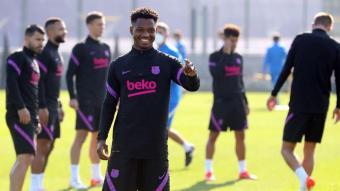 Ansu Fati somriu en l'entrenament d'ahir a la ciutat esportiva