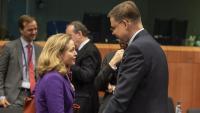 La vicepresidenta econòmica del govern espanyol, Nadia Calviño, i el vicepresident econòmic de la Comissió Europea, Valdis Dombrovskis, abans d'una reunió de l'Eurogrup
